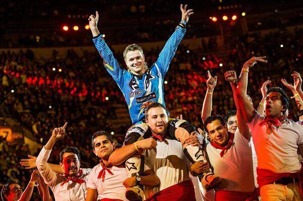 Levi Sherwood se lleva el triunfo en la México. #XFighters http://t.co/xlnu3BaeUY http://t.co/wujBpAuQje