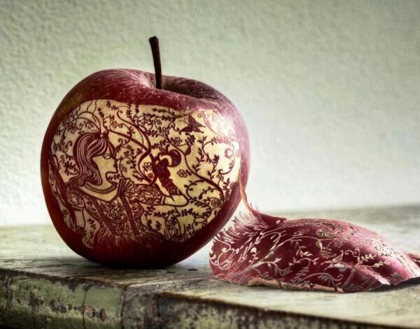 """@chinneolhungdim: Amazing Apple #Art — http://t.co/IxWpTyFf5d via @danielsLondon @Brendaswigert  @arkarthick"""