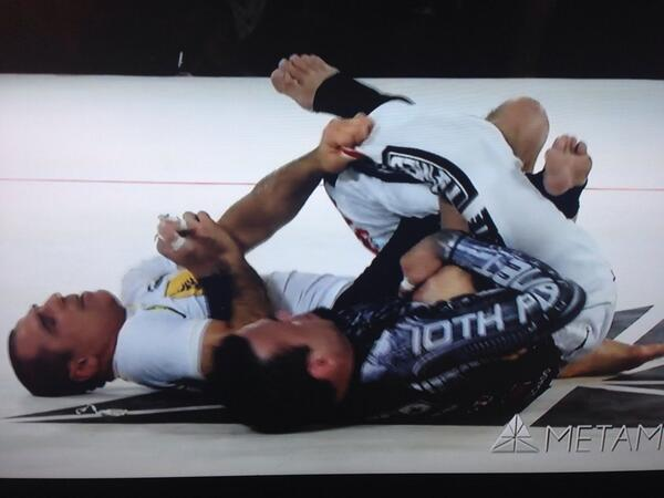METAMORIS: Last minute and what a scramble! Royler and Edfie putting a great show for the crowd #Metamoris3 http://t.co/oeDbtBBEmc
