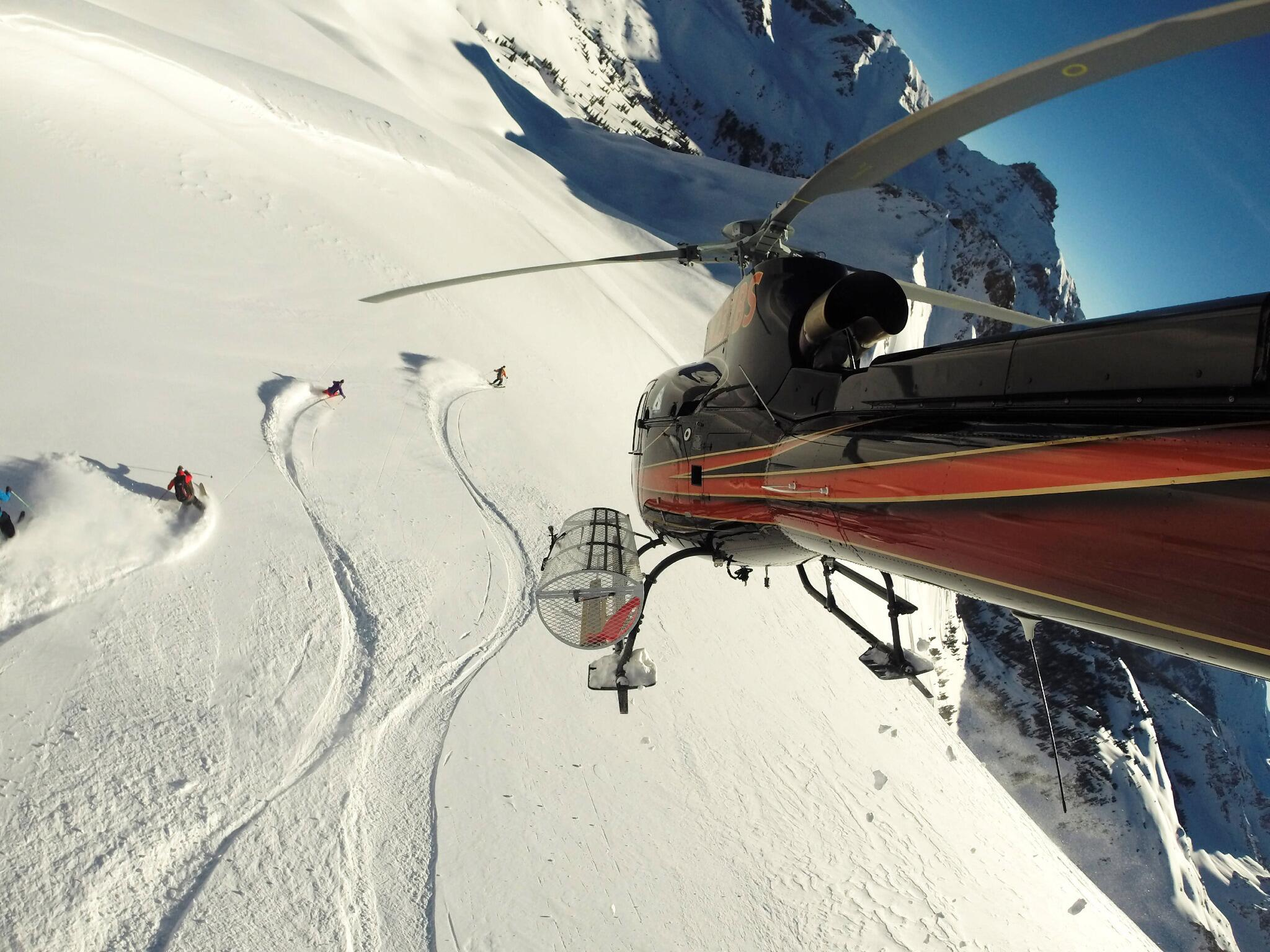Photo of the Day! Heli skiers get buzzed by the ultimate ski lift in Telluride, CO. Photo by @bschreckengost. http://t.co/8b66qdcpBG