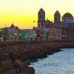 Luces del amanecer en #Cadiz http://t.co/Jd9Ahy0h38