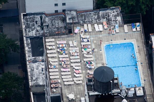 Zwembaden op #daken maken een gebouw beter bestand tegen #aardbevingen, 't is maar dat u het weet http://t.co/DAWAN0aomB