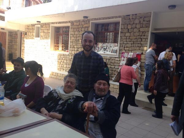 Yusuf Özhan (@Yusuf_Ozhan): Suriyeli muhaliflerin #Keseb'ten kurtardığı Ermeniler ile Vakıflı köyündeyim. Duygulular. http://t.co/Iz0ESDNafZ