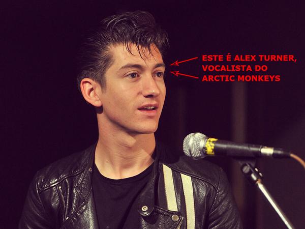 Viemos através desta comunicar que o vocalista do Arctic Monkeys é o senhor Alex Turner. Obrigado http://t.co/4zTP2ATYRQ