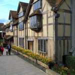 RT @VisitBritain: Visit the house where the worlds most famous writer was born: http://t.co/M0qkVxIUEn #HappyBirthdayShakespeare http://t.co/mmjn3XiIpe