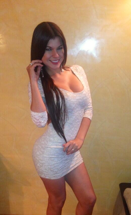 LinitaGonzalez (@LINITAMARGARITA): Muchas gracias por sus lindos mensajitos, les mandó un fuerte abrazó http://t.co/SD9XEhkVAQ