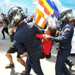 Violence erupts as some protesters try to get closer to the court #Cambodia http://t.co/hUiCiVaEiW