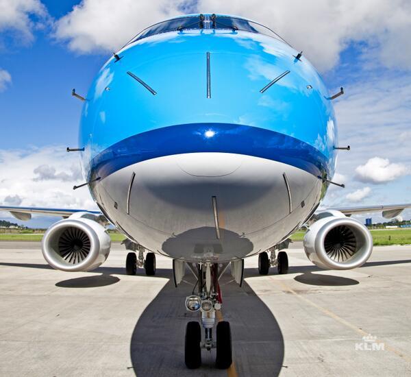 #ImprovedLivery op nieuwe E190 van KLM Cityhopper heeft meer blauw ten opzichte van huidige. Nieuwe foto van @KLM: http://t.co/wLaUX9S8yp