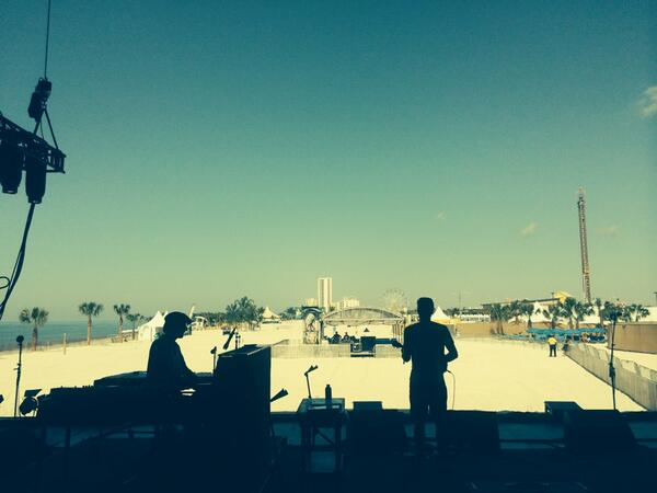 Good morning gulf shores, AL @jackjohnson and @zachgillALO sound checking for tonight's @Hangoutfest set http://t.co/UuQqRZHzDc