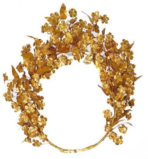 Queen Meda's Wreath found in antechamber of tomb of King Philip II of Macedon. 80 gold leaves and 112 gold flowers. http://t.co/66OJehxIGR