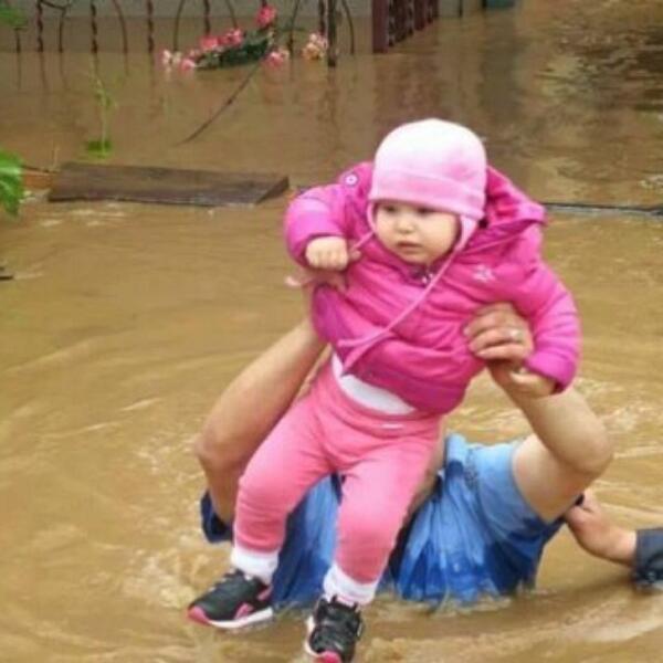 #serbiafloods #serbia #bosnia #help  #support #poplave #supportserbiaandbosnia http://t.co/uvlvfOppT9