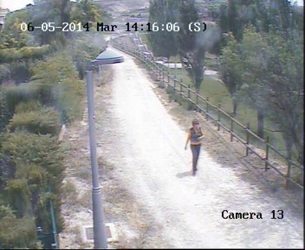 Sigue desaparecida Katines. Fue vista por la zona del Liceo Europa en Zaragoza. Foto de cómo iba vestida ese día: http://t.co/PSvk4LrOSw