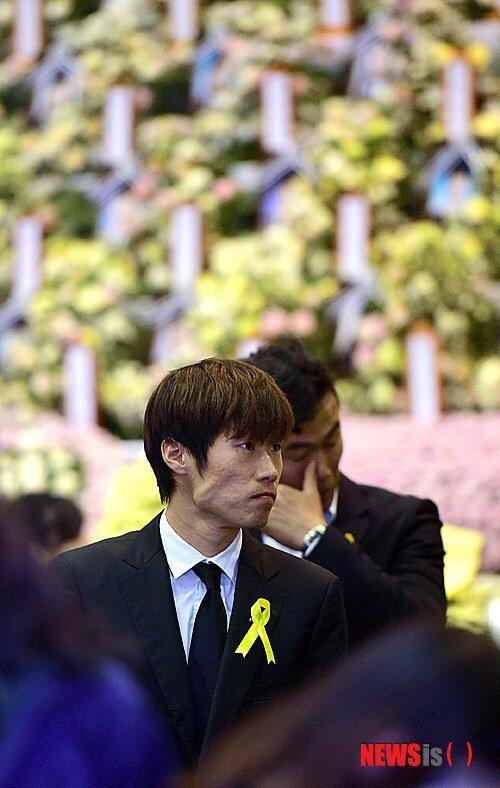 박지성이 입국하자마자 달려간 곳은.. http://t.co/cNVcEs6lBG