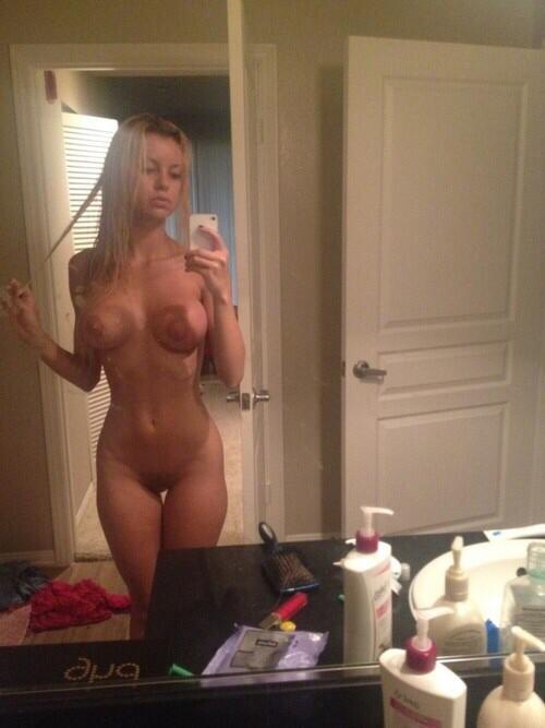 Девушки фотографируют себя в зеркало голыми