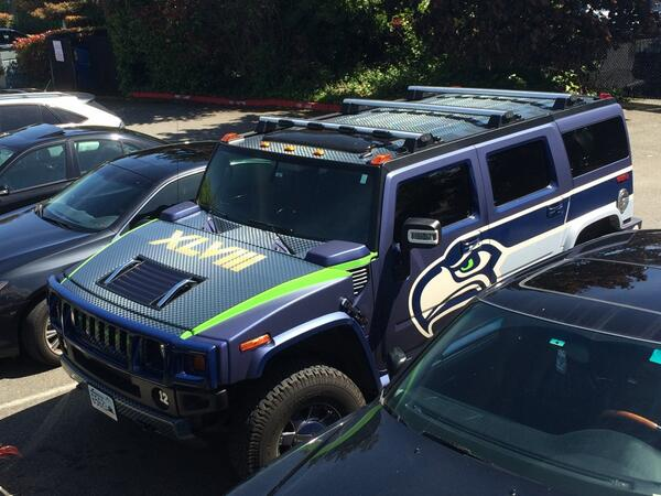 Now that's what you call a car wrap. Go @Seahawks! #GoHawks #SuperBowl http://t.co/Uk4SPmkhQG