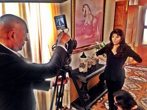 La Queen @victoriaruffo31, filmando las cortinillas de #LaMalquerida, bajo el lente de @ptorres @elgueromex http://t.co/1WOMCcuuL3