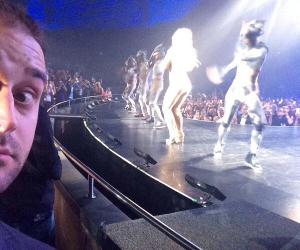 Britney selfie. #PieceOfMe http://t.co/zJuEHTnJvy