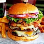 RT @FoodPornsx: Jumbo Burger, Fries, Onion Rings~ http://t.co/feTDYEapo6