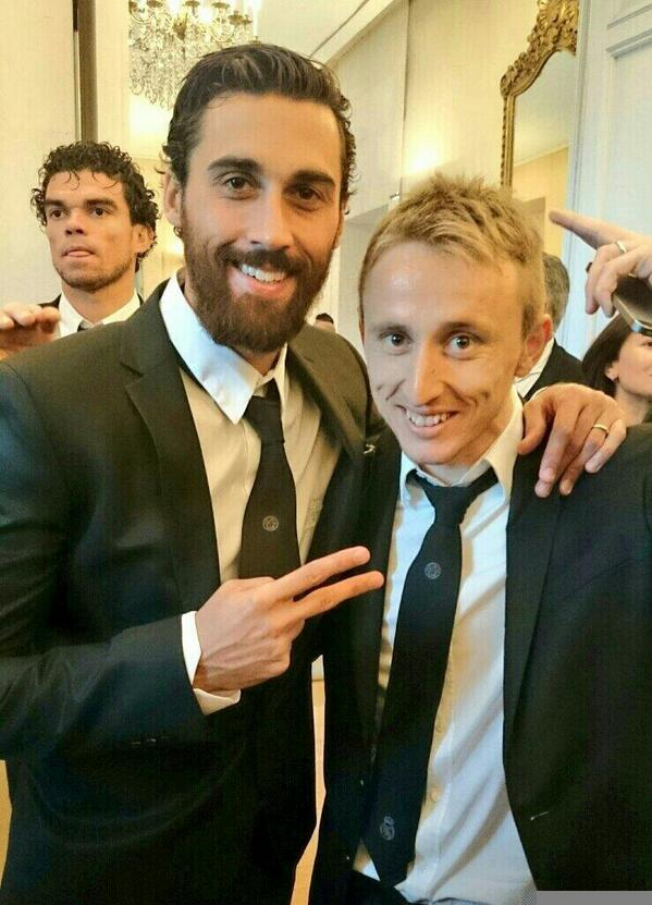 BogbZHJIEAAFcjA WTF! Real Madrids Luka Modric has a serious haircut! Long flowing hair gone! [Pictures]