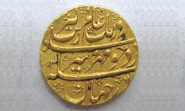 Looted Mughal period gold coin seized at the Islamabad airport last month as it was being smuggled to China. http://t.co/hQ4J9reyoX