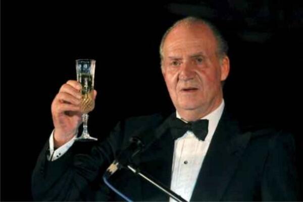 El #Rey Abdica... Hasta siempre #Juancar!! http://t.co/pzB6Mln5aR