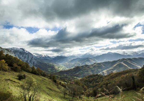 #seleccionhuellaastur Título: El valle de Teverga - Autor: Valentín González Cores +Info http://t.co/tqAHdViliS  ^CP http://t.co/YC5WUt5kgE