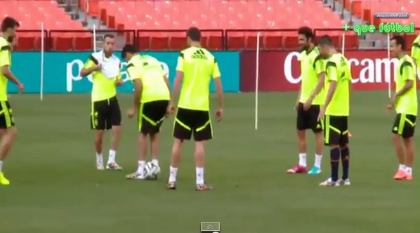 BpR3EA2CMAAoWgd Banter! Jordi Alba nutmegs Gerard Pique AND Diego Costa during Rondos at Spain training [Video]