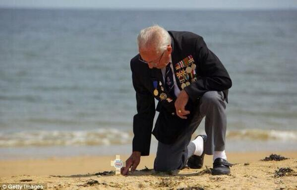 Some wonderfully poignant photos being shared today remembering the sacrifices and those who made them #DDay http://t.co/Qtj7l99E8U