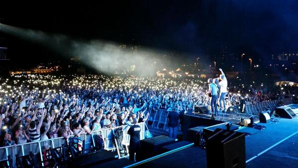 Ottawa that was UNREAL! Country music is alive and well in Canada. What a party!! http://t.co/D7mBELuUXr