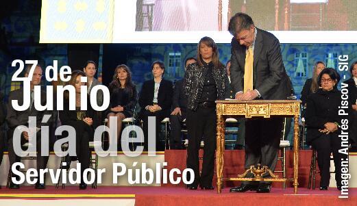 Ser servidor público es un honor: Presidente @JuanManSantos http://t.co/vuU6OMTmRw http://t.co/EhEFYy4Zdx