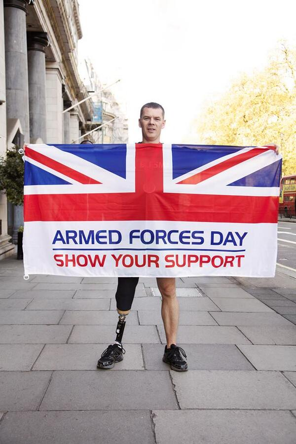 Happy #ArmedForcesDay. Lets get a 100 'RT's' for the many brave men and women of our Forces. http://t.co/FxZXv5JLSi