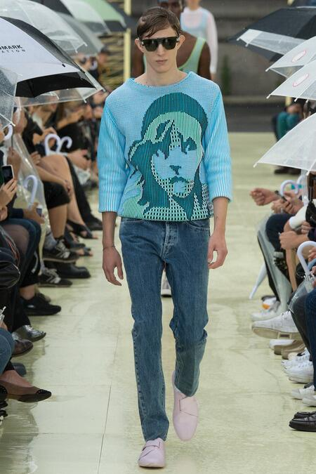 @raminkarimloo RT @PeterDavisNYC: Les Miserables jumper from @kenzo #PFWMenswear http://t.co/JmBeBTlOVL