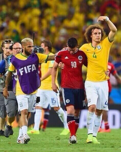 Hermosa foto que me manda un orgulloso amigo colombiano @JFCadavid  #fairplay #Mundial2014 #ColombiaVsBrasil http://t.co/t6utuTGK7p