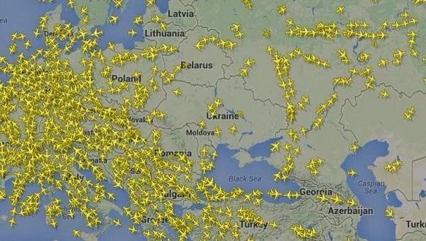 RT @Historia_fotos: Increíble imagen: Vuelos internacionales evitan el espacio aéreo de Ucrania tras la caída del #MH17 http://t.co/aj7MTMW…