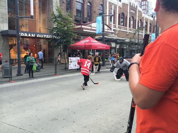 Kevin Reynolds takes a shot @fiveholeforfood shootout: #fhff http://t.co/7xsspwv0tD
