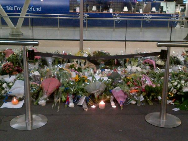 Remembering the victims tonight, a small candle light vigil outside #Schiphol airport, we'll have more on @WorldNews http://t.co/QCvkMqGmoP