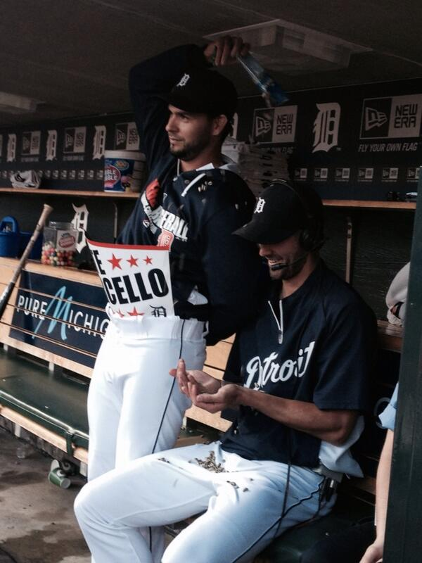 Anibal Sanchez just couldn't stay away from Porcello's interview! @tigers @mlbnetwork http://t.co/Wv0ztWjhb8