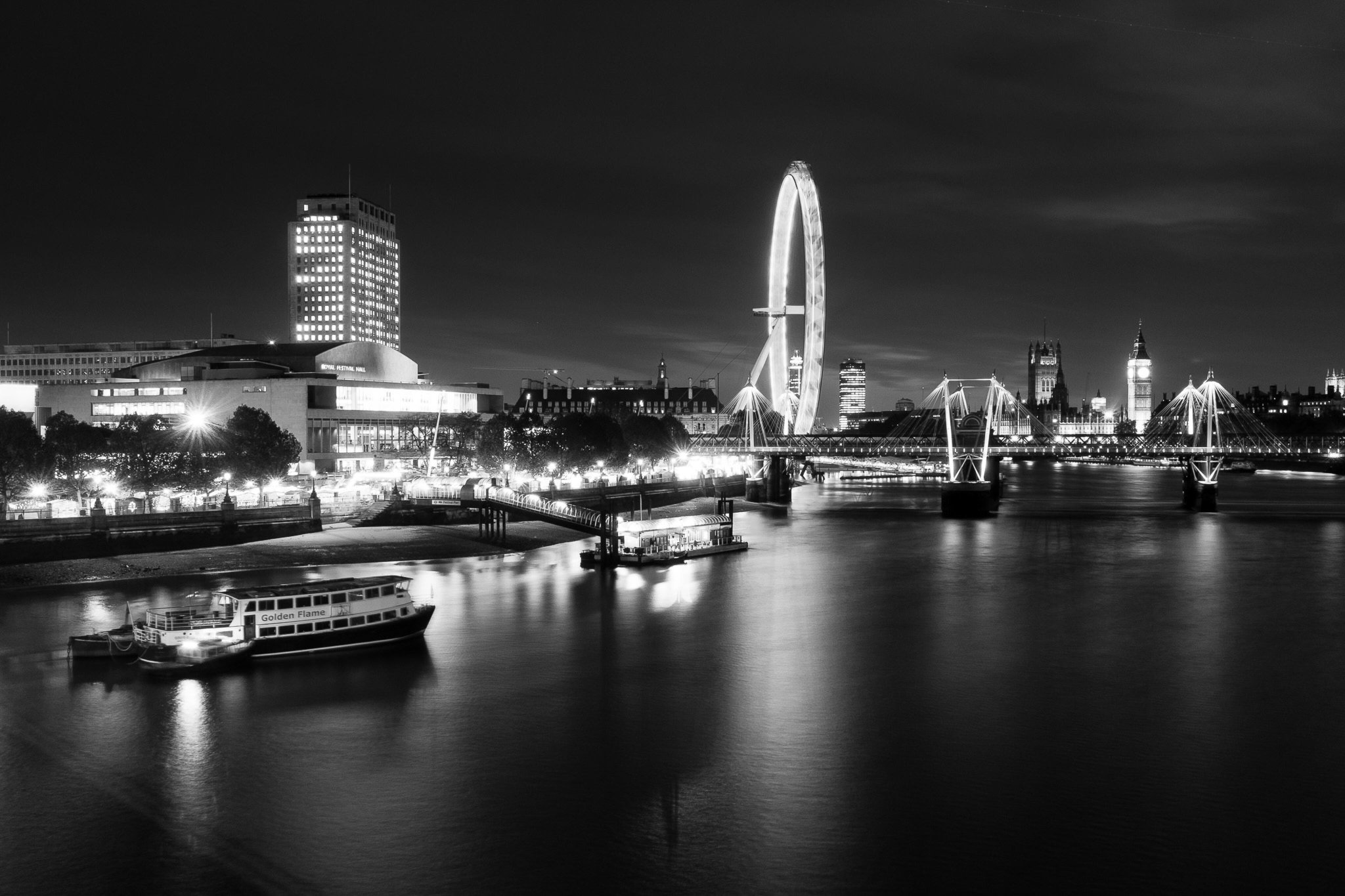 A dark and mysterious pic from @petecarr. Have you got any similarly moody pictures of London to share? #LoveLondon http://t.co/DpuQ6NGvPv