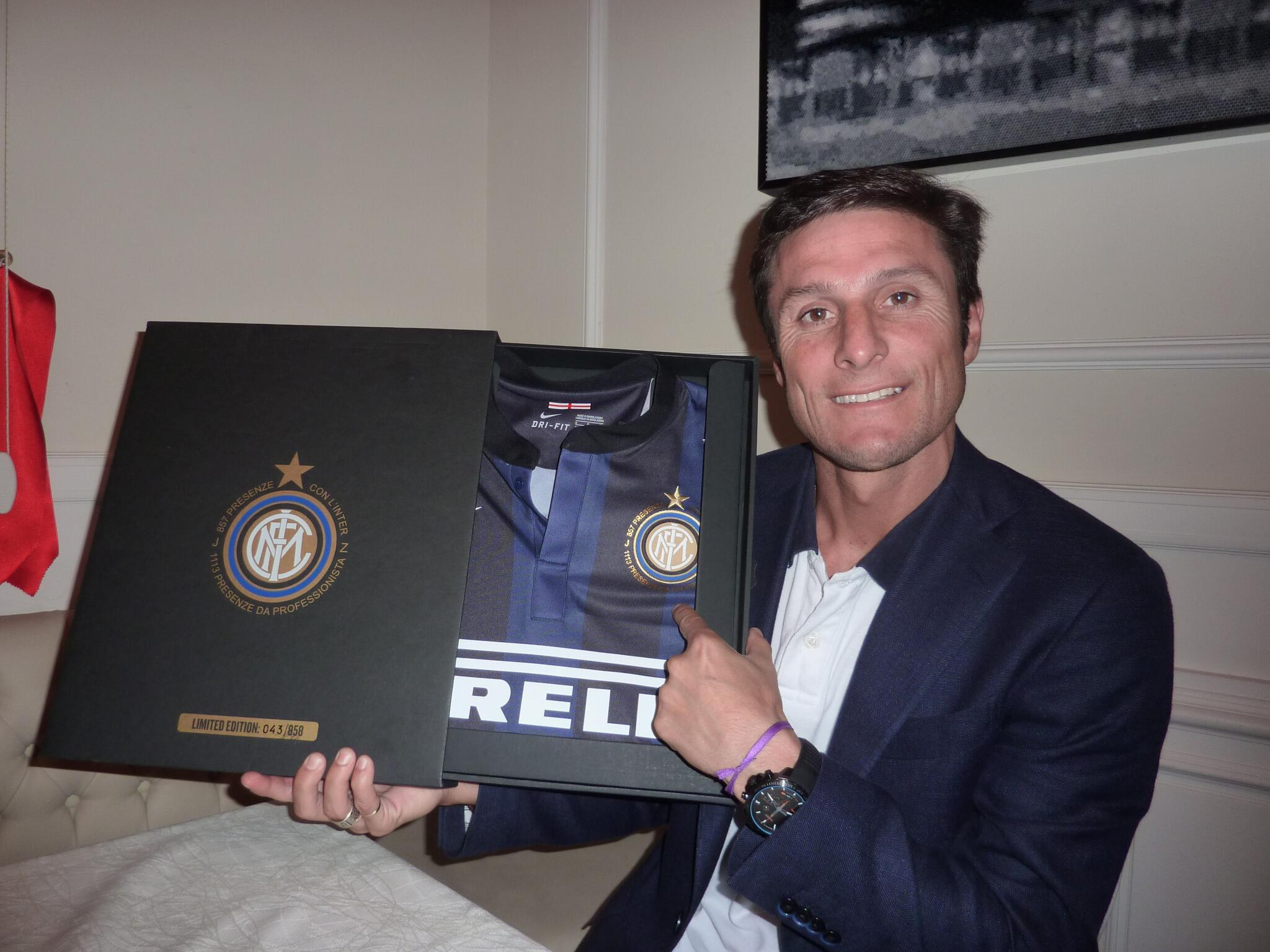RT @Inter: JZ: Haha! Sorry about that.I'm looking forward to it as well.See this commemorative shirt? It's for you #GiggsZanetti http://t.co/l5hbXiJe8R