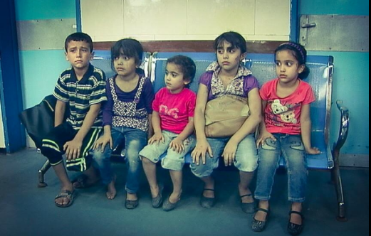 Holding on to their mom's purse, not realising she'll never be joining them, they sit in the hospital & await.. #Gaza http://t.co/iQeOu8wM8O