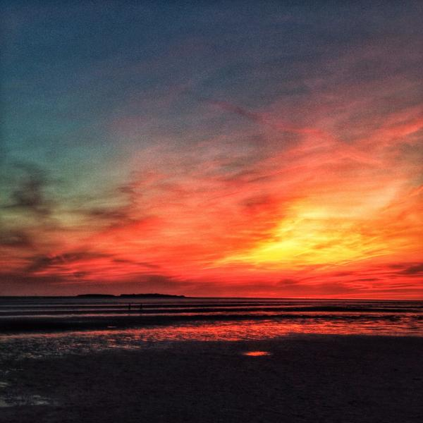 """@Nipper100: @MattHugo81 sunset from west kirby/Hoylake tonight it was a stunner http://t.co/8jvw0I0ixm"""