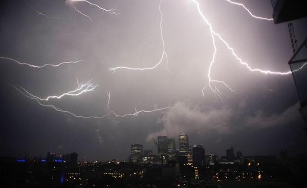 Crazy picture of last nights thunderstorm... That was mega http://t.co/xapkhDeeRO