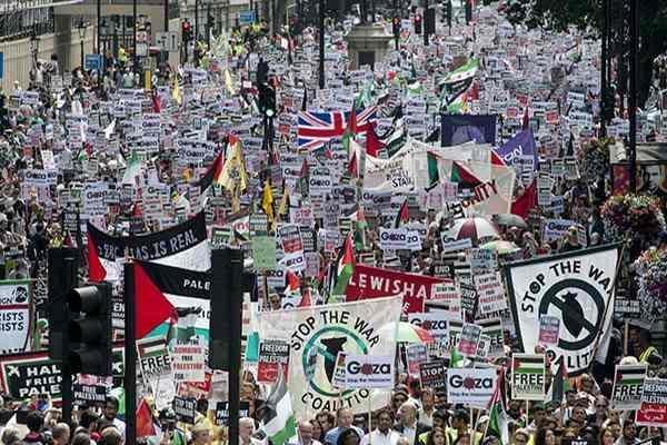 ロンドンで怒りの10万人デモ~イスラエルのガザ侵攻に抗議 http://t.co/IOZLGBTd2I http://t.co/jc2O4B4jrE