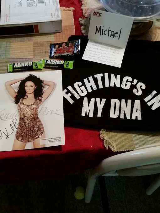 I won a @ufcfightclub contest,signed pic of @kendaperez and a letter from @kfish007girl and #ufc shirt,Thank you @ufc http://t.co/CiMPHzo26h