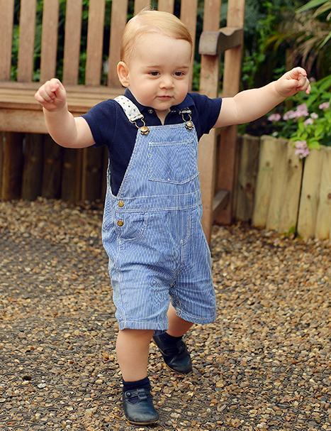 Happy Birthday to Prince George who turns one today! #HappyBirthdayPrinceGeorge http://t.co/es34KQ7pKC