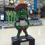 RT @BBCNews: Clyde the Commonwealth mascot greeting passengers at Glasgow Grand Central station via @timmuffett #CommonwealthGames http://t.co/aMWqQm6MIG