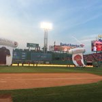 RT @Linda_Pizzuti: YNWA at Fenway http://t.co/kkdiJrqOp4