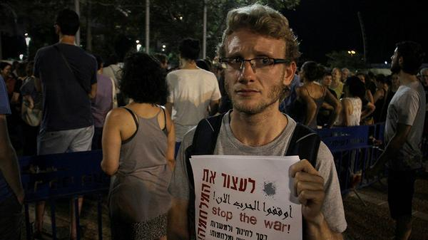 Israelis who protest the operation in the Gaza Strip face threats and violence http://t.co/7kjaMUs56e @rebeccacollard http://t.co/ES76CrtCKC