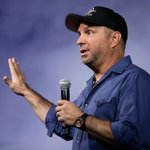 RT @TNMusicNews: 3 hours ago, Garth Brooks had 1 concert booked in Chicago. Now he has 10: http://t.co/scZavLBZxz http://t.co/VtoLk1Q5um