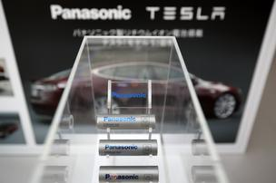 Tesla signs Panasonic deal for up to $291M initial Gigafactory investment http://pic.twitter.com/V7vxql40I8 http://bit.ly/1tp0Gzc
